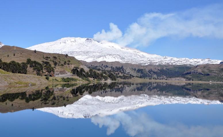 Restringen el acceso al cráter del Volcán Copahue por fumarolas
