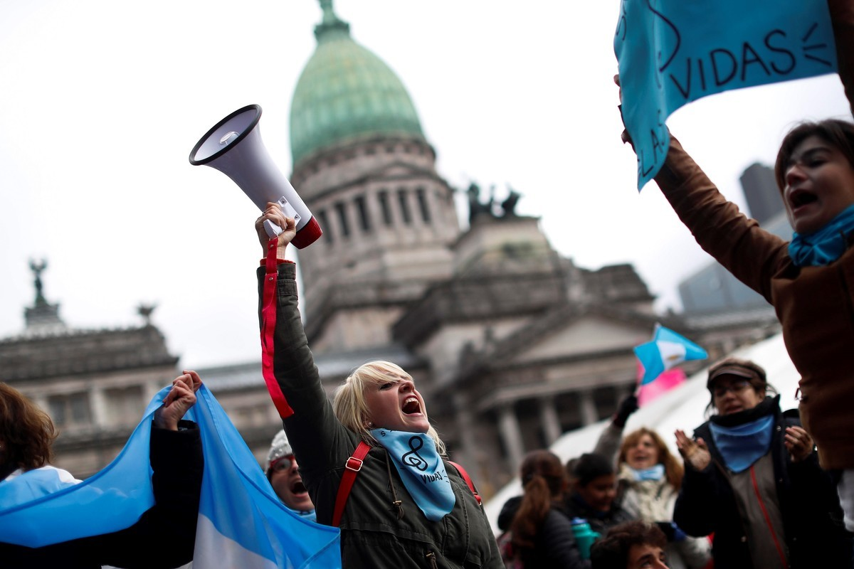 "Senadores esquivaron a legisladoras ""Pro-Vida"""