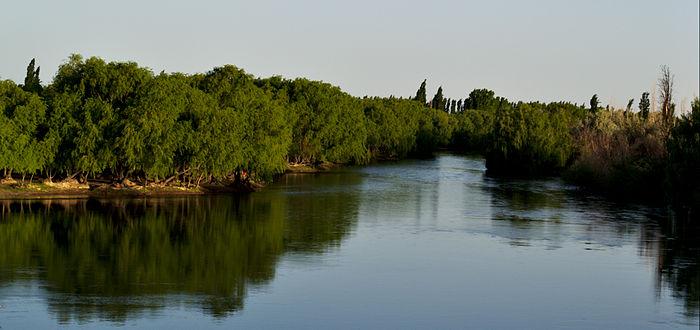 Obras de cloacas y en el río en Pomona y Beltrán